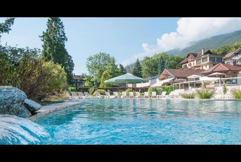 Hotels annecy lake annecy hotel camping r sidence for Hotel piscine annecy