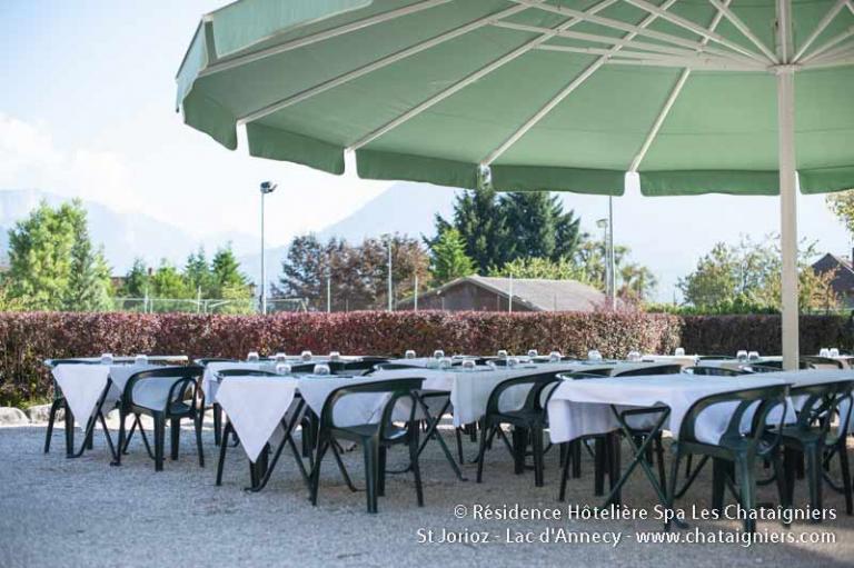 parasol restaurant la piscine - les chataigniers