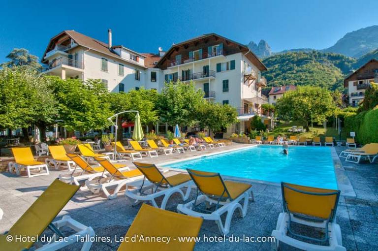 Facade de l'hotel le lac et sa piscine