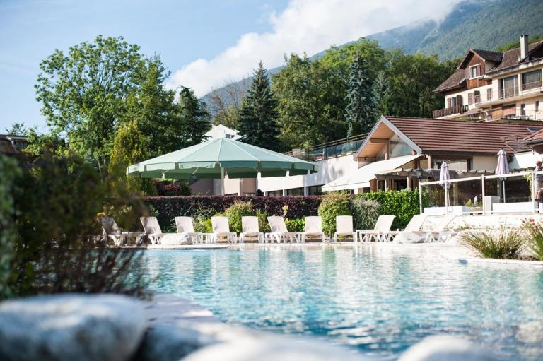 R sidence les chataigniers lake annecy for Piscine xs